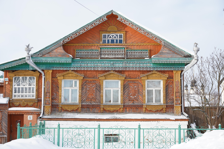 maison orange et verte suzdal