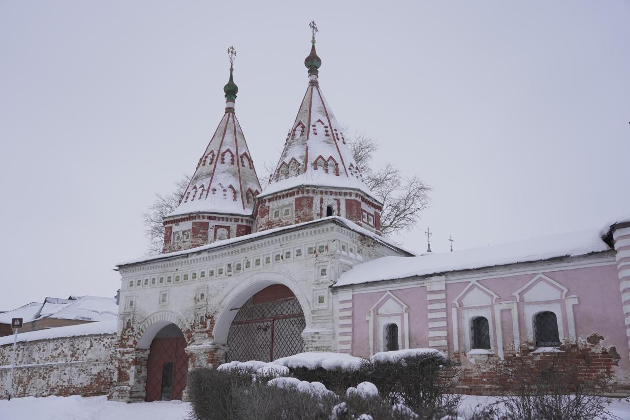 les portes du monastere de trop Suzdal